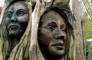 294841-maori-carvings-of-a-man-and-a-woman-s-face--new-zealand